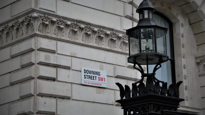 10 Downing street sign
