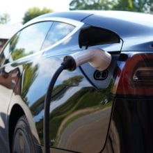 Drivers reluctant to embrace an electric future.